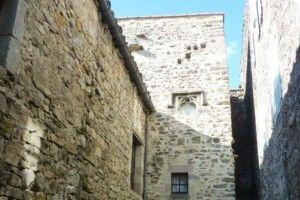 La tour nord-ouest près du Liopoux datant comme l'escalier tourelle du XVème
